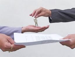 """Evsahipleri, 10 yılı geçen kiracıları """"gerekçesiz"""" 1 Temmuz 2014′te çıkarabilecek"""